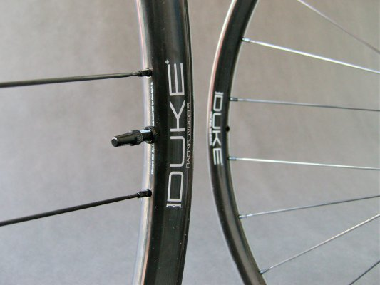 DUKE SLS2 Ultra - DT Swiss 180 - Sapim CX-Sprint